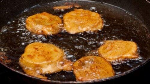 As frituras devem ser evitadas na preparação das suas saladas