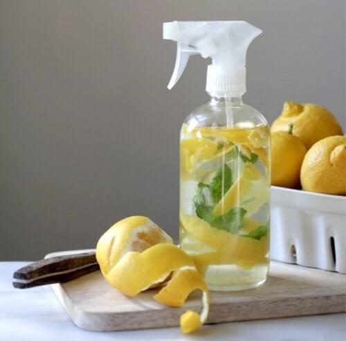 Suco de limão para combater as manchas nas meias