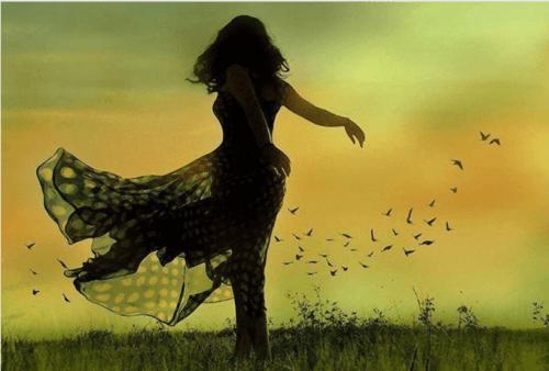 mulher_dancando_campo_passaros