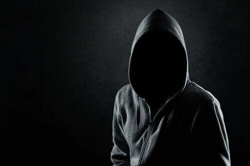 Aprenda a detectar um psicopata a partir de 6 características importantes