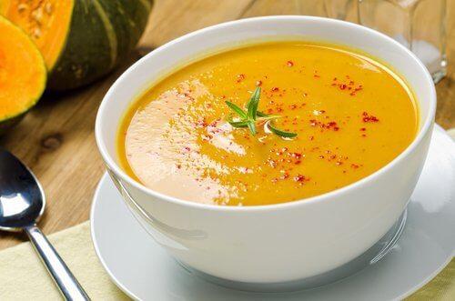 Sopas saborosas e eficazes para queimar gordura