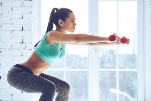 Agachamento para exercitar os glúteos