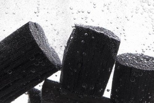 Carvão para filtrar a água
