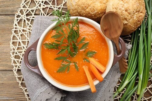 Sopa de cenoura para tratar a doença de Crohn