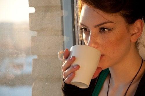 4 infusões naturais para pessoas com problemas digestivos