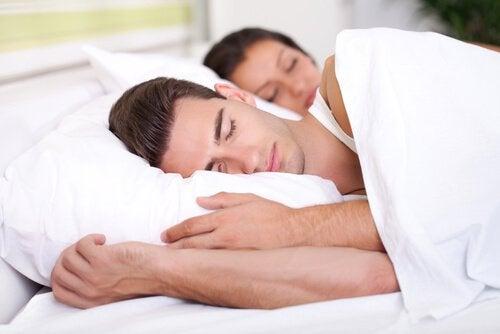 Casal dormindo