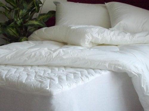 Aprenda a desinfetar seu colchão e seus travesseiros facilmente