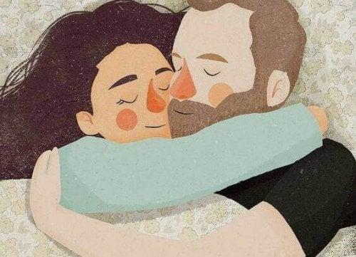 Casal se abraçando como uma equipe
