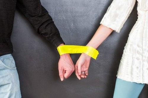 Casal bipolar amarrado
