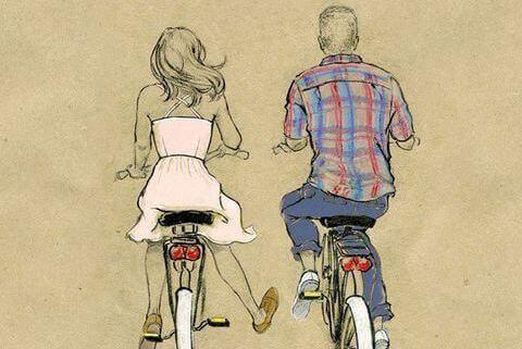 Casal andando de bicicleta