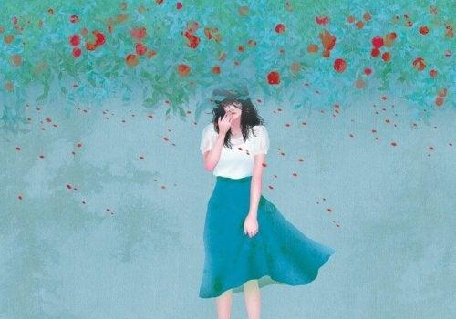 Mulher sozinha entre flores