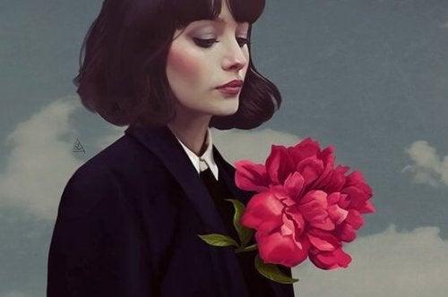 mulher com flor no peito