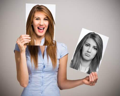 Mulher com diferentes rostos