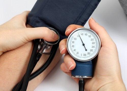 Pressão arterial alta e infarto cerebral
