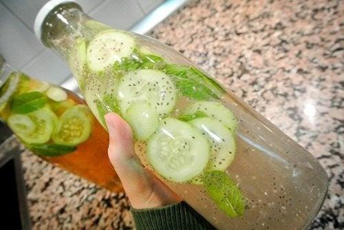 6 razões para beber água de pepino todos os dias