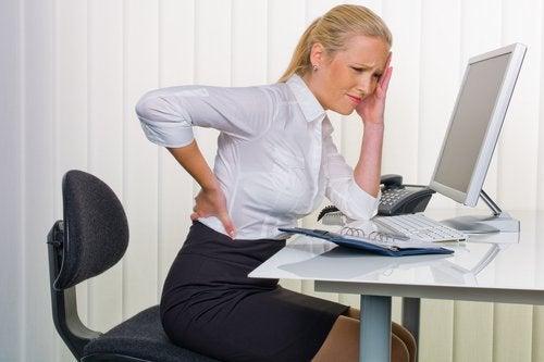 Dor nas costas pode ser sinal de problema nos rins