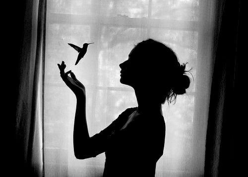 Heroína com pássaro