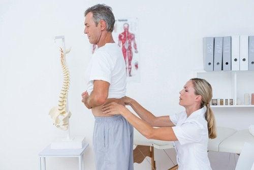 10 remédios caseiros contra a dor nas costas