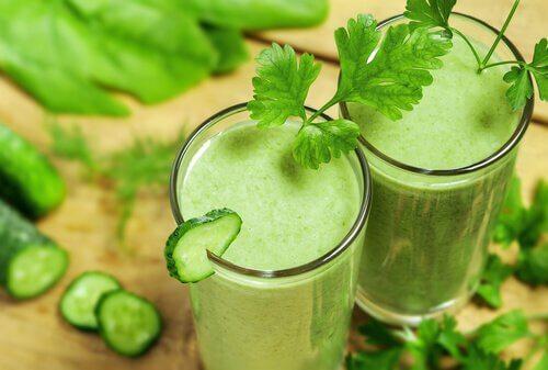 Sucos verdes contra a retenção de líquidos