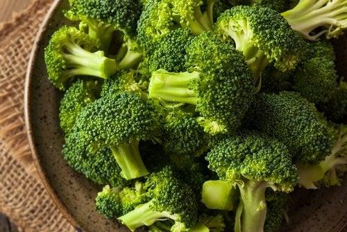 Brócolis ajudam a depurar o fígado