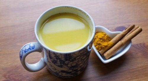 Poderosa bebida de cúrcuma, canela e mel para estimular o seu cérebro