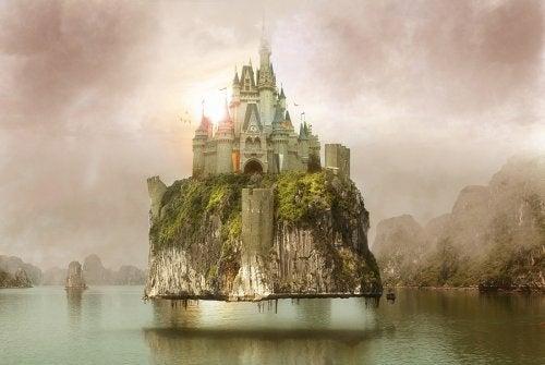 Castelo dos sonhos sobre uma montanha