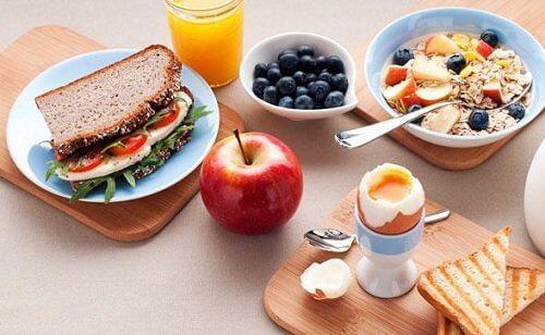 Café da manhã e jantar: 5 chaves efetivas e fáceis para perder peso