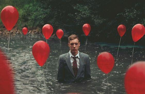 homem_rio_baloes_vermelhos