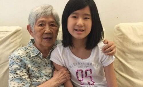 Menina de 12 anos cria aplicativo para se comunicar com sua avó com Alzheimer
