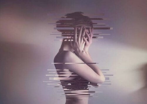 Mulher que sente dor e se esconde