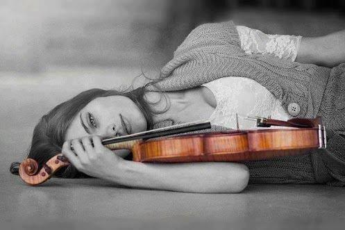 mulher_com_violino