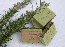 Descubra como fazer um sabonete de alecrim para peles oleosas
