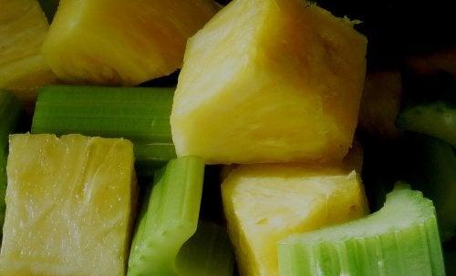 vitamina-de-salsao-e-abacaxi