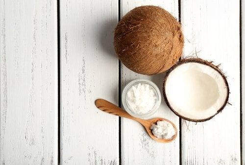 O coco é um alimento alcalino para combater o câncer