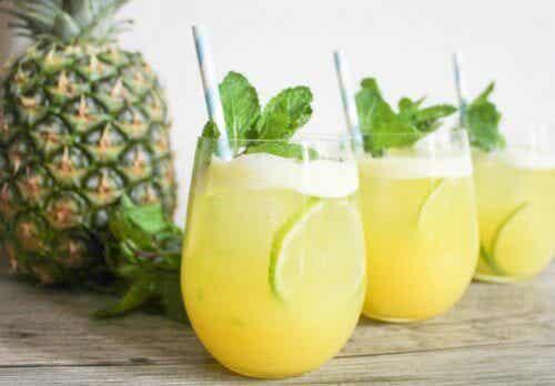 6 benefícios da água de abacaxi que você deve aproveitar agora mesmo