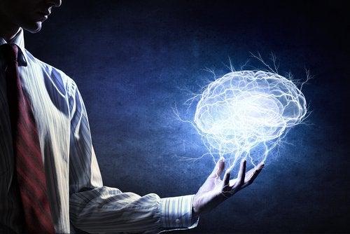 Homem olhando a mente
