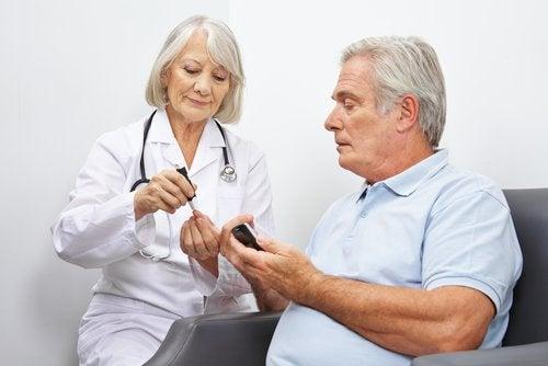 Homem diabético consultando médica