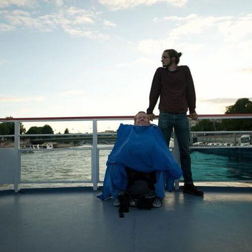 Amigos viajando em navio