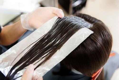 Você já usou papel alumínio no cabelo?