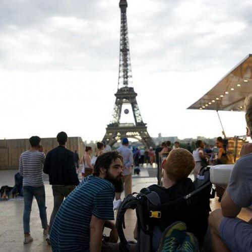 Amigos visitando Paris