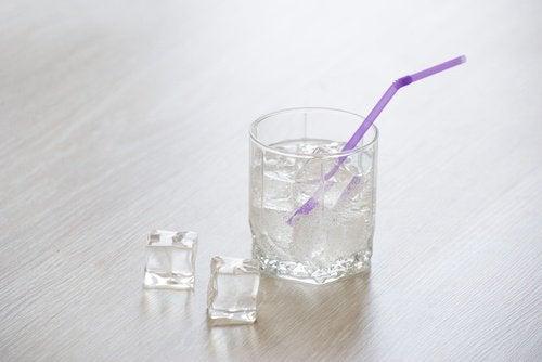 agua_com_gelo