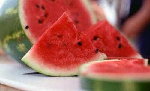 6 benefícios das sementes de melancia fervidas em água