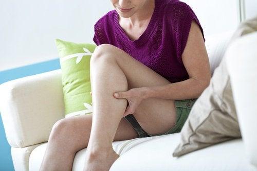 6 remédios caseiros para combater as câimbras noturnas