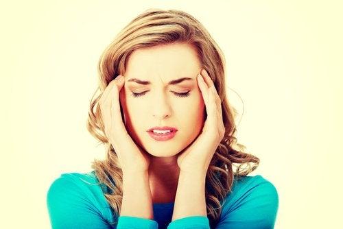A enxaqueca intensa é outro dos possíveis sinais que nos alertam sobre um acidente vascular cerebral