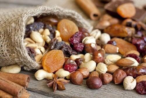 frutos secos auxiliam na produção de serotonina