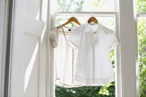 Estender a roupa dentro de casa é um dos hábitos que provocam doenças