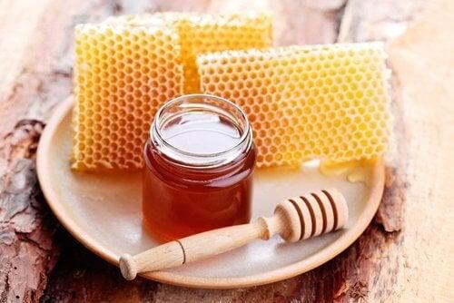 O mel de abelhas ajuda a reduzir a gordura abdominal