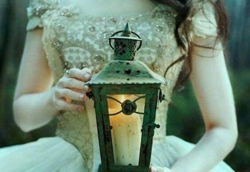 mulher-com-luz