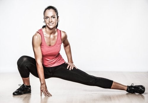 mulher_fazendo_ginastica_exercicios