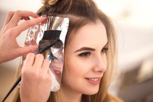 Papel alumínio no cabelo